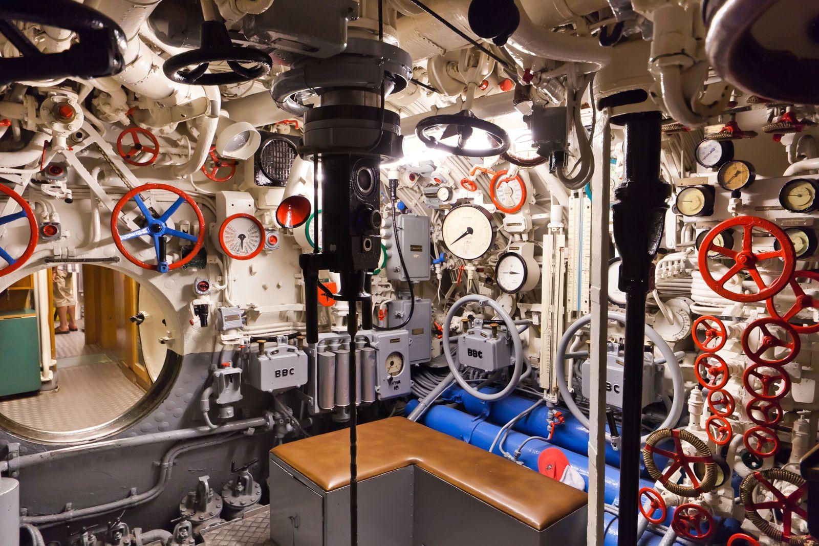 German world war 2 submarine type VIIC/41 - command center - ultra wide angle photo (furzyk73)