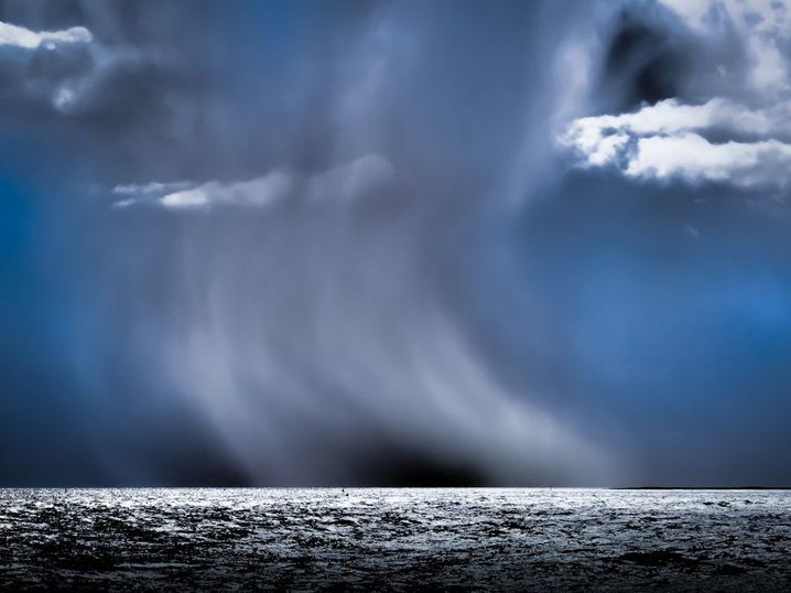 Nordsee-Panorama: Die Sturmwolken wirken im Quadrat stärker