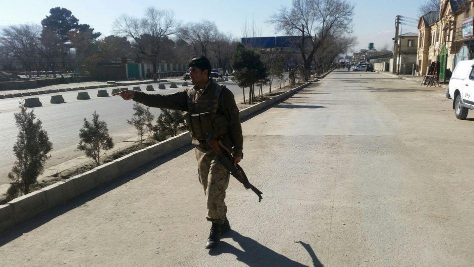 """Polizist in der Nähe des Anschlagsorts in Kabul: """"Natürlich ist die Sicherheitslage in Afghanistan kompliziert"""""""