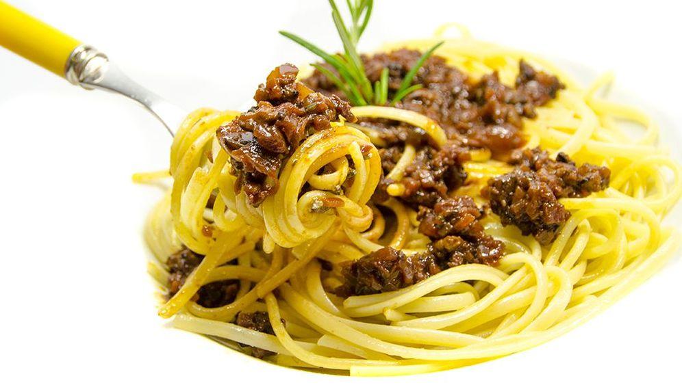 "Auf Rezept: Vegetarische Spaghetti Bolognese mit Cashew-""Parmesan"""