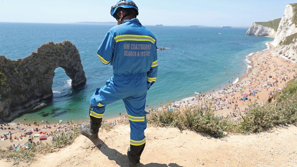 Durdle Door am Sonntag, nach der Schließung des Strandes: Voll wie die Costa Brava zur Hochsaison