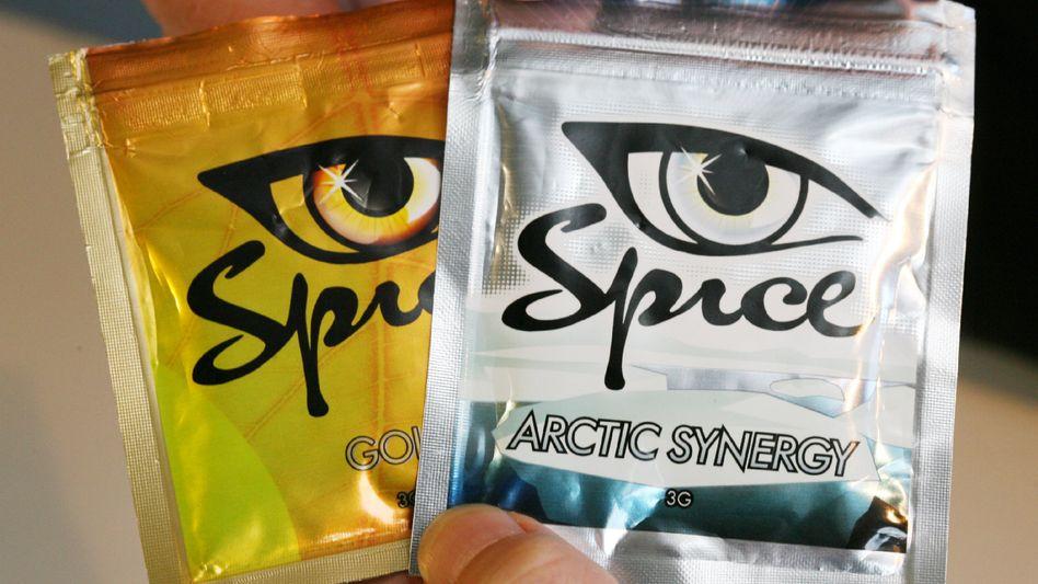 Verbotene Kräuterdroge Spice: Bunte Tütchen, harmlose, flippige Namen