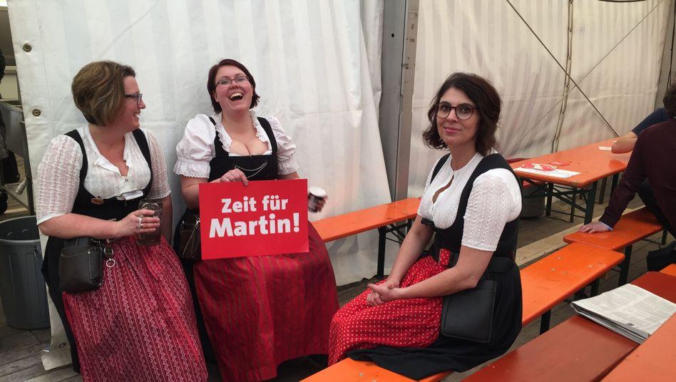 Servicekräfte beim Schulz-Auftritt in Vilshofen