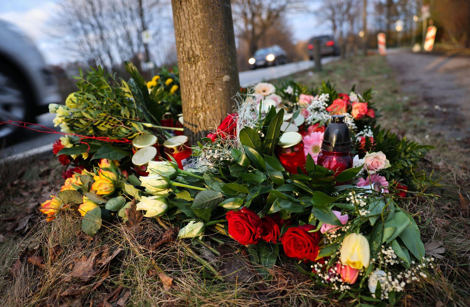 Auto fährt in Fußgängergruppe - zwei Menschen tot