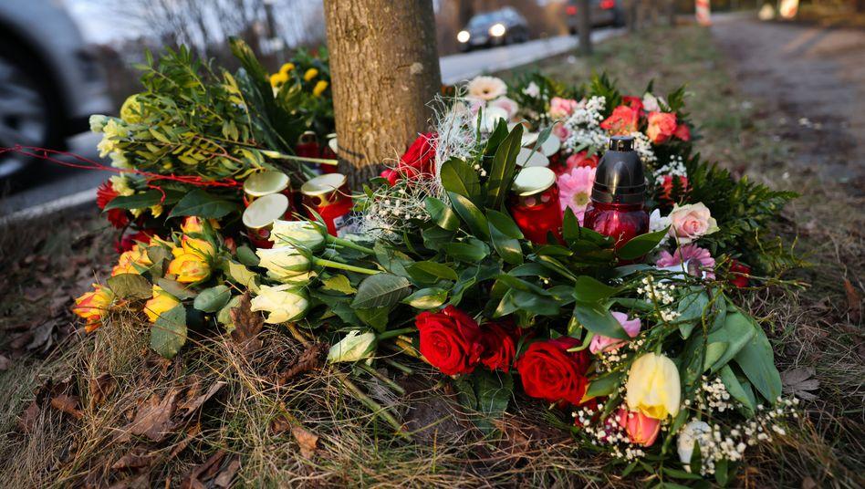 Trauer am Ort der Kollision: Ermittlungen wegen fahrlässiger Tötung