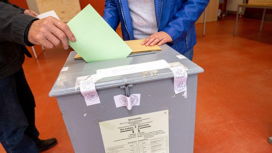 Wahllokal in Mecklenburg-Vorpommern: Die SPD ist den 40 Prozent nah