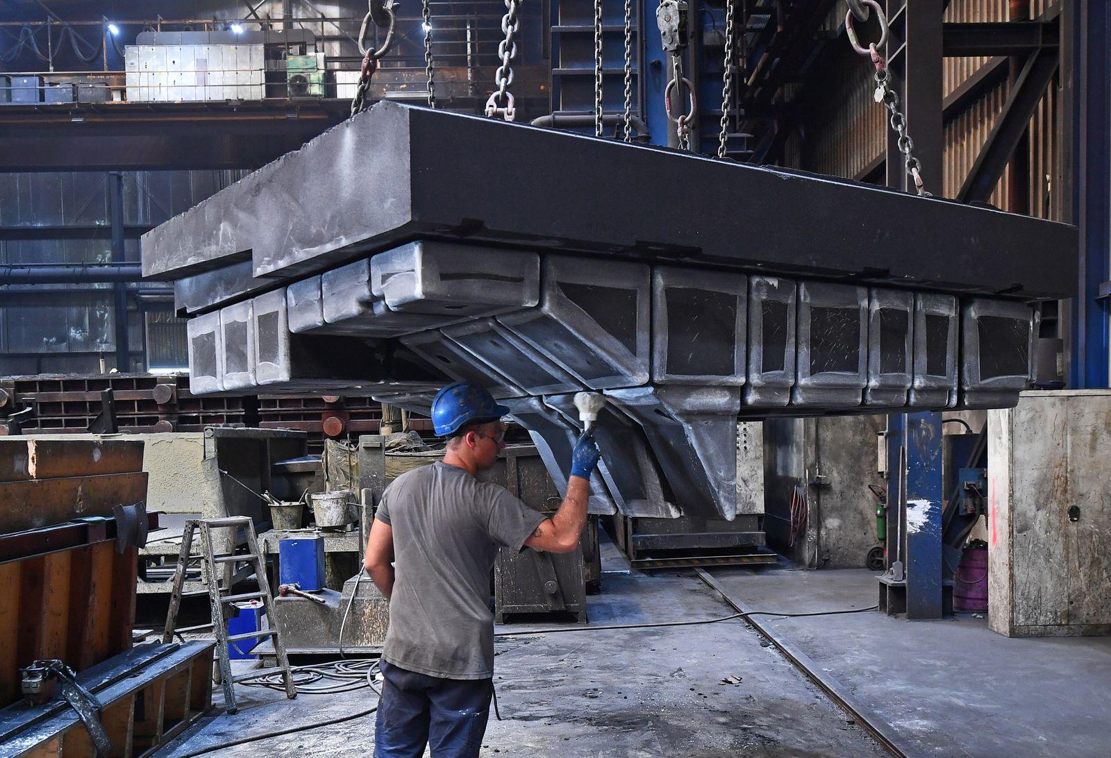 Thüringens Wirtschaftsminister besucht Eisengießerei