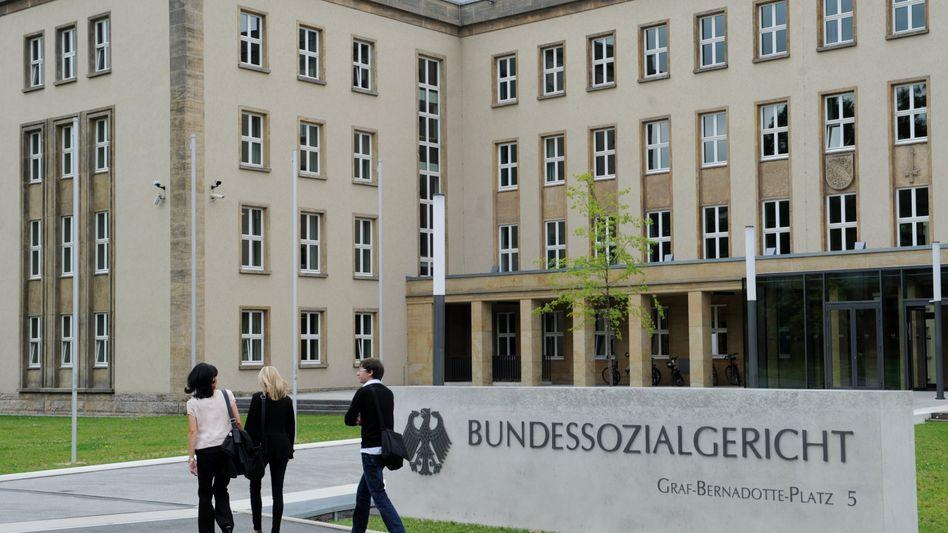 Bundessozialgericht in Kassel: Jugendbett als dem Grunde nach angemessene Anschaffung