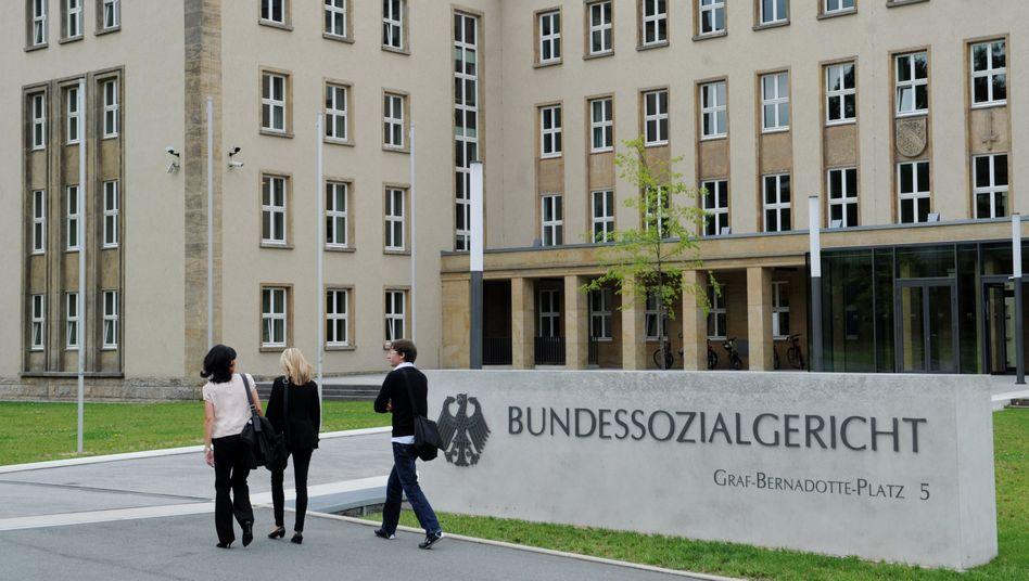 Bundessozialgericht in Kassel: Sperma-Konservierung ist kein Mehrbedarf wie die Anschaffung von Schulbüchern
