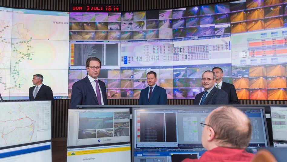 Minister für Verkehr und digitale Infrastruktur, Andreas Scheuer, bei der Vorstellung eines elektronischen Leitstellensystems in Sachsen (Archivbild)