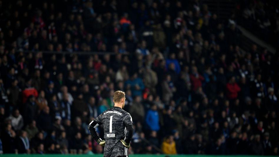 """Manuel Neuer: """"Charakterlich war es in der ersten Halbzeit nicht so, wie es sich im Pokal gehört"""""""