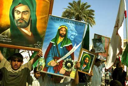 Schiiten in Bagdad bei einer religiösen Prozession. Feiern dieser Art waren unter Saddams Regime meist verboten