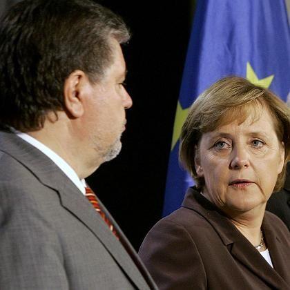 Beck und Merkel: Bei den Sympathiewerten macht der SPD-Chef Boden gut