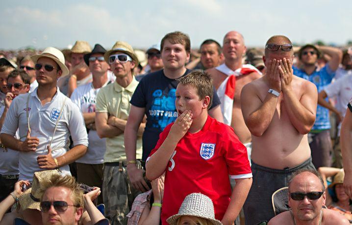 Englische Fans nach der Niederlage gegen Deutschland bei der WM 2010