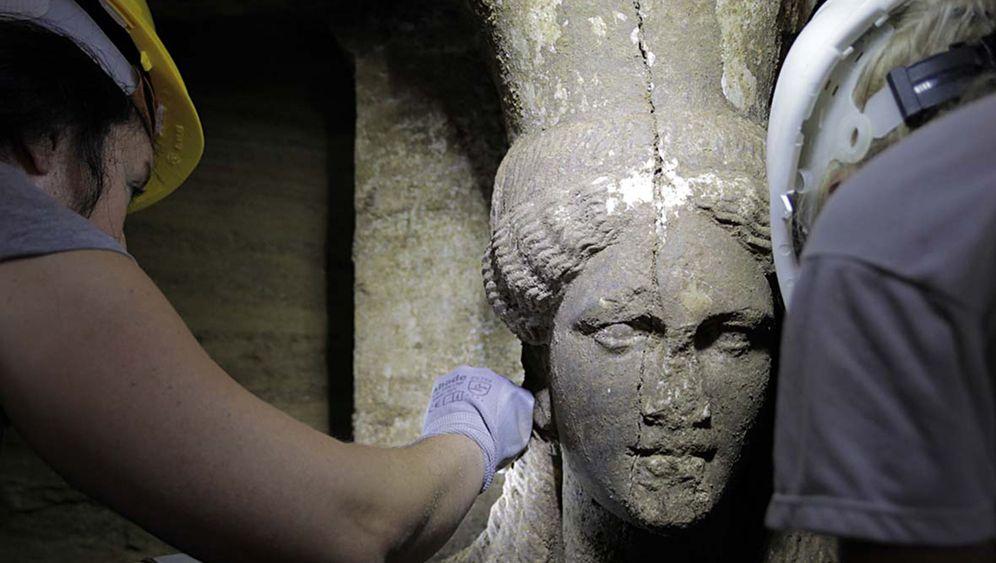 Alexander der Große: Bewachen zwei Frauenskulpturen sein Grab?