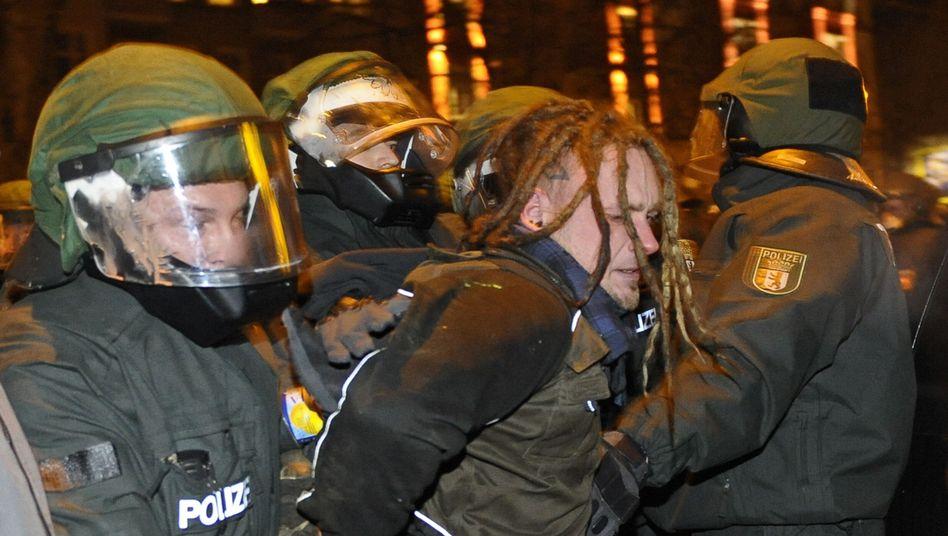 Polizei vs. Demonstranten: Dutzende Festnahmen im Kampf ums Haus in der Liebigstraße