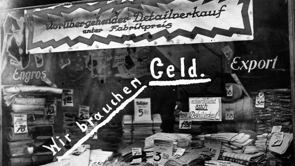 Schaufenster in Berlin im Jahr 1923 in Zeiten der Hyperinflation