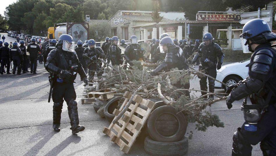 Räumung einer Straßenblockade in Fos-sur-Mer