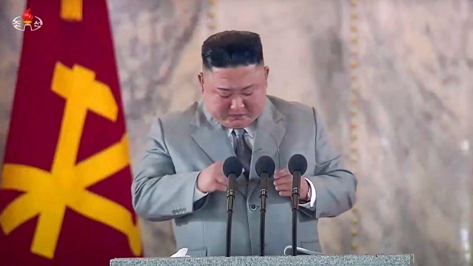 """Kim Jong Un während einer Militärparade am 10. Oktober in Pjöngjang: """"Überwachung und Repressionen haben zugenommen"""""""