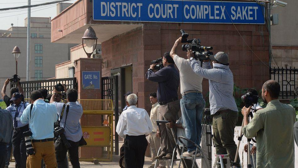 Journalisten vor dem Gericht in Neu-Delhi (Archiv): Todesurteile bestätigt