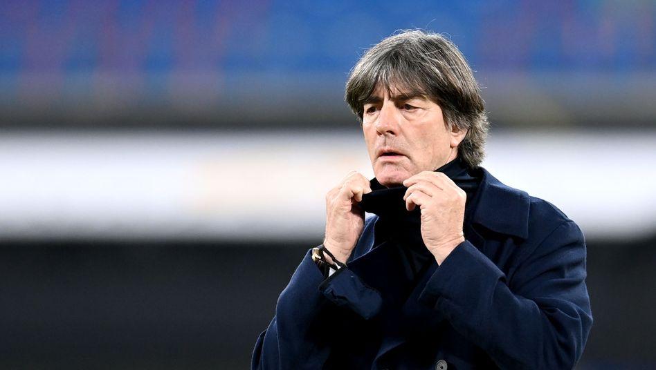 Löw soll laut DFB-Präsidiumsbeschluss »die emotionale Distanz« zum 0:6-Debakel in Spanien bekommen