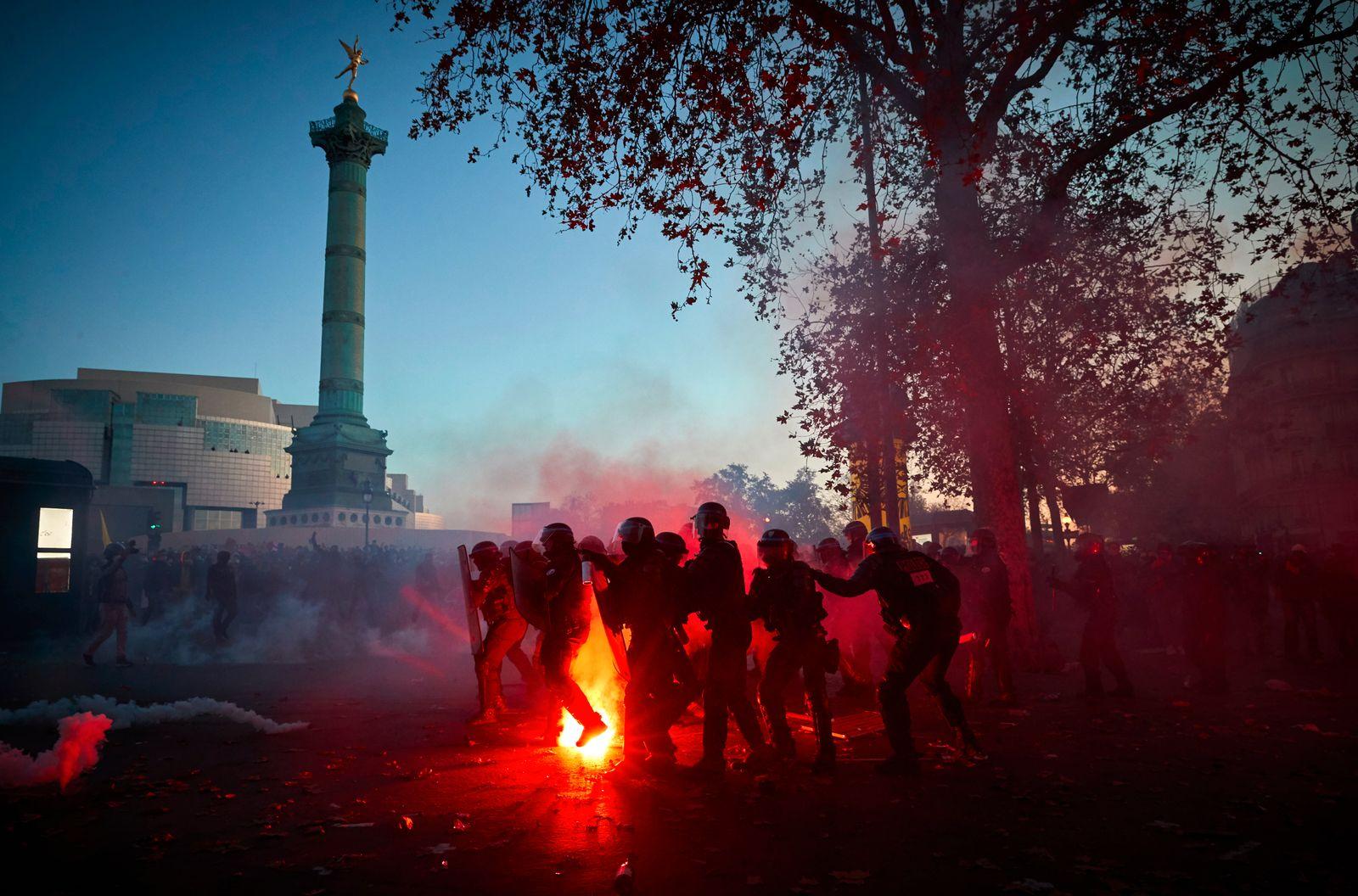 ***BESTPIX*** Demonstration Against Global Security Law In Paris