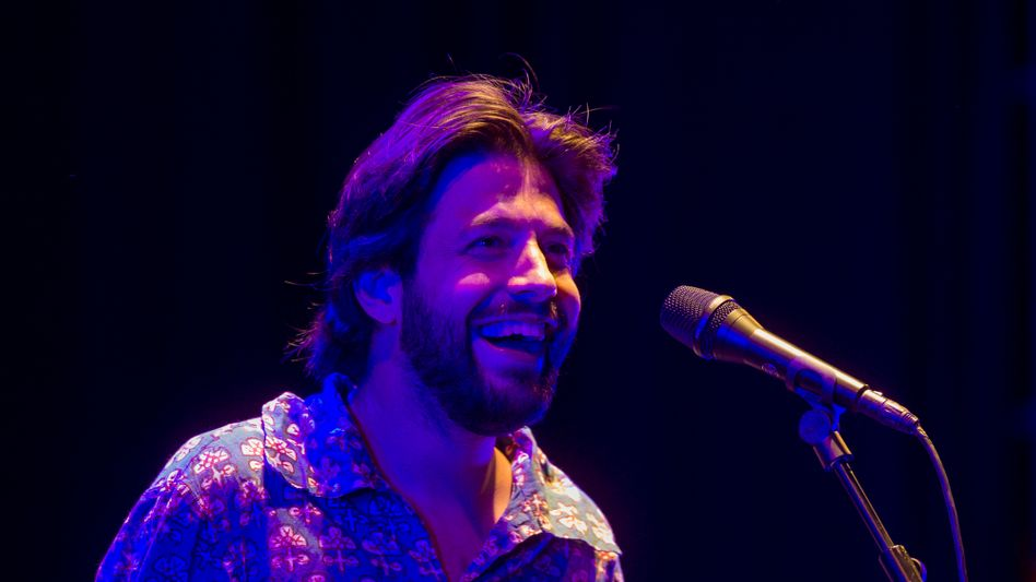 Salvador Sobral während eines Auftritts im Juli 2020 zu seinem Album »Alma Nuestra« beim Singular Fest in Sevilla