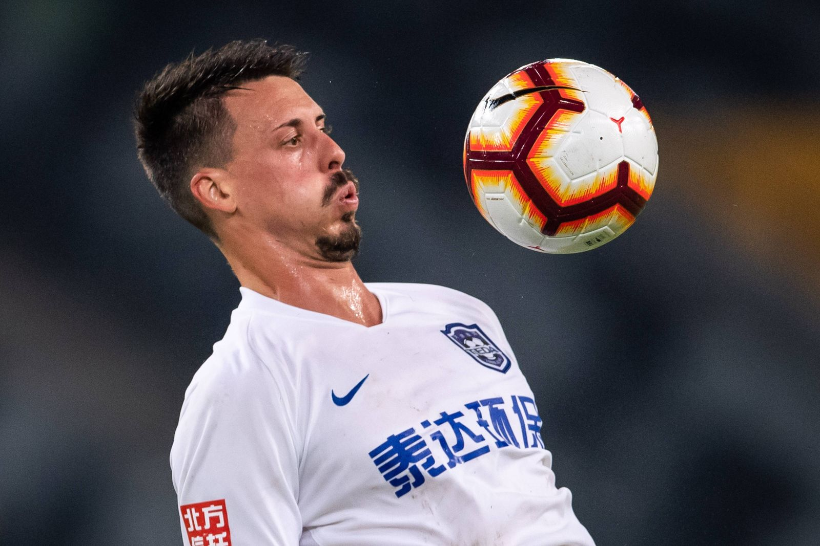 Sport Bilder des Tages German football player Sandro Wagner of Tianjin TEDA dribbles against Shenzhen F.C. in their 13t