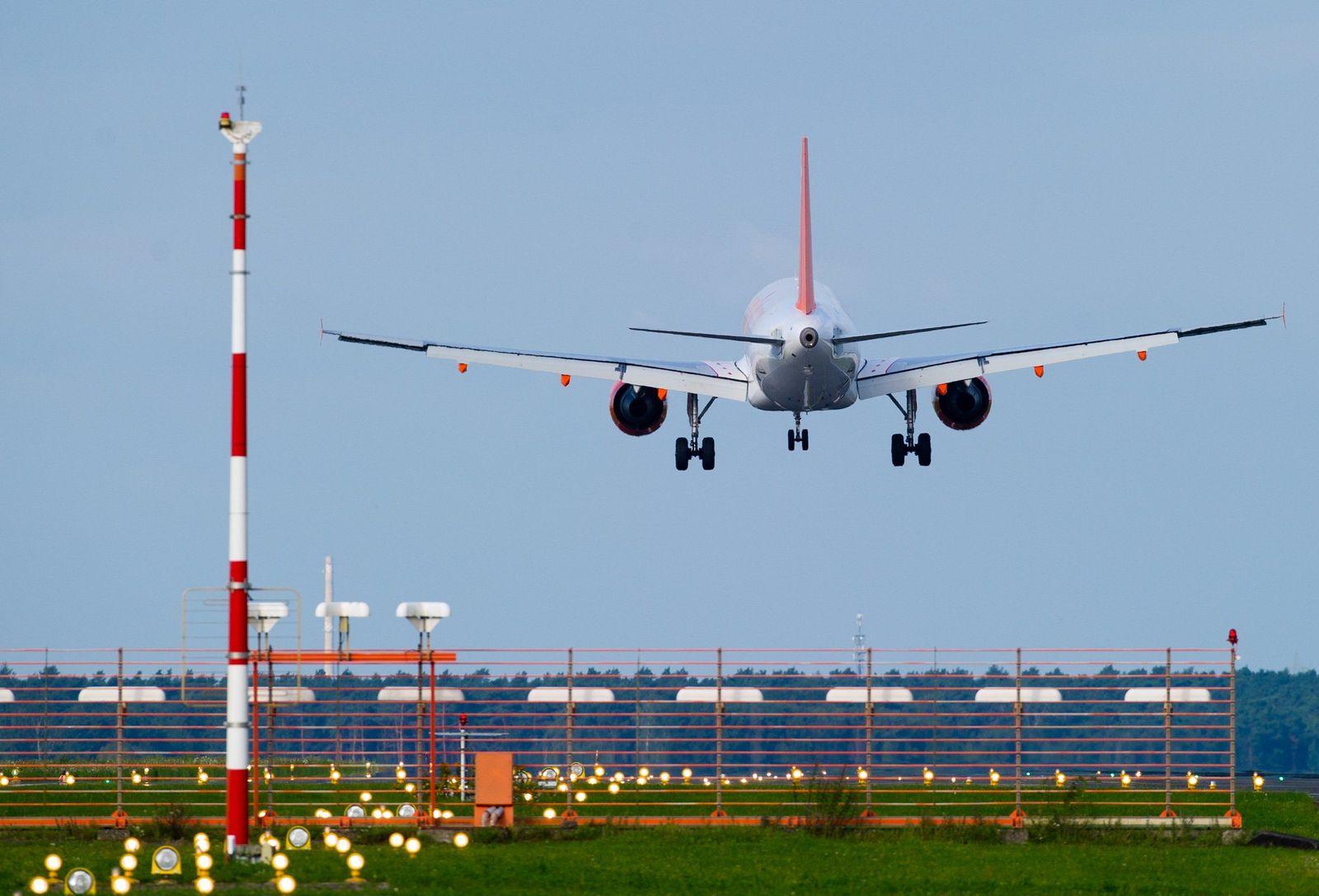 Fluglotsen Streik Flughafen Schönefeld