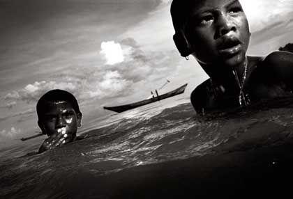 Moken-Kinder im Meer: Von früh bis spät im Wasser