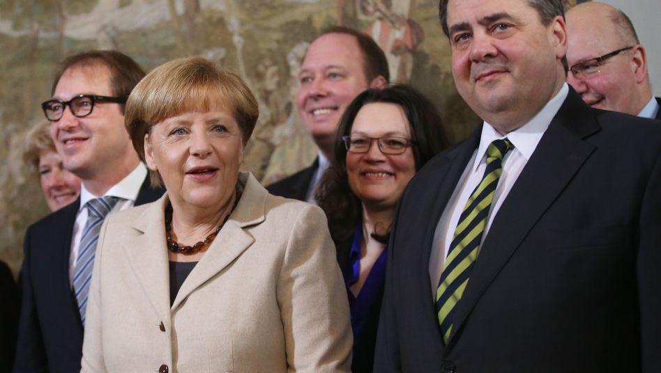 Kanzlerin Merkel und Vize Gabriel mit Kabinettskollegen: Mehr Posten?
