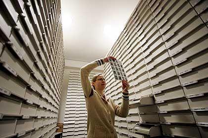 Bildersuche fürs Filmportal im Archiv des Deutschen Filminstituts: Einträge zu 30.000 Filmen geplant