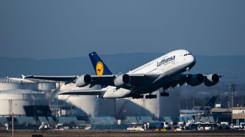 Lufthansa beim Start in Frankfurt am Main