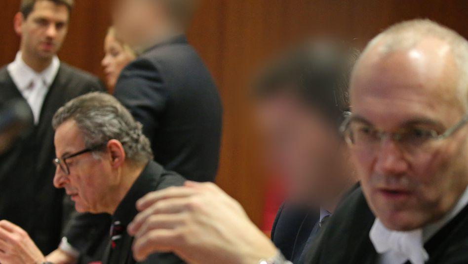 """Angeklagte vor dem Landgericht Bonn: """"Cum-Ex-Geschäfte sind strafbar"""""""