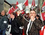 NPD-Demo (hier in Göppingen): Mobilisierung militanter Neonazis und Skinheads