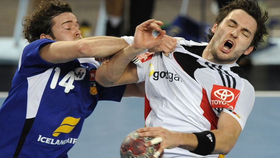 DHB-Spieler Müller (rechts): Niederlage im EM-Test gegen Island