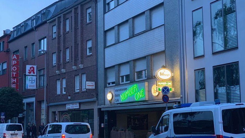 Polizeiwagen in der Josef-Schregel-Straße in Düren