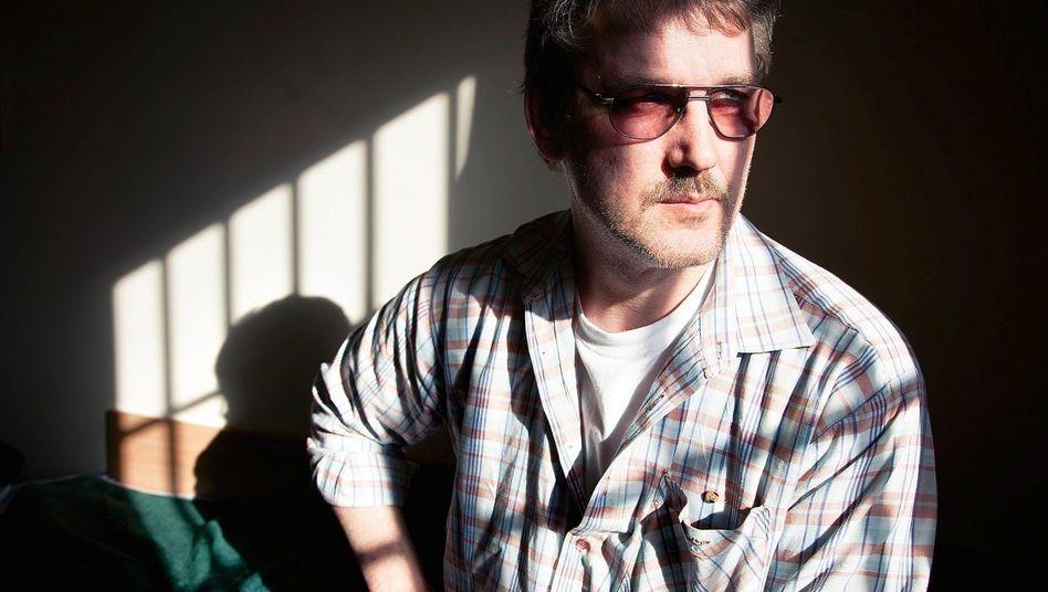 Häftling Müller in seiner Zelle: »Manchmal sitze ich hier, und es läuft mir einfach aus den Augen«