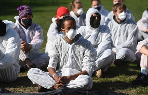 Klimaaktivisten protestieren gegen den Tagebau Garzweiler II
