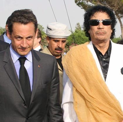 Frankreichs Präsident Sarkozy und Libyens Staatschef Gaddafi: Partner in Atomfragen