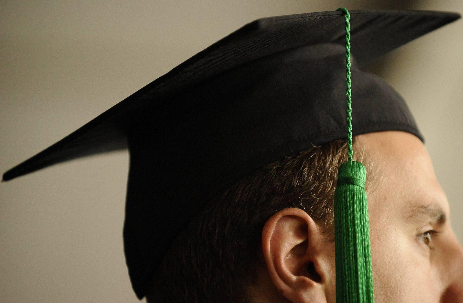 NICHT VERWENDEN Doktortitel Professoren Korruption Titelmühlen Promotion Doktorhut