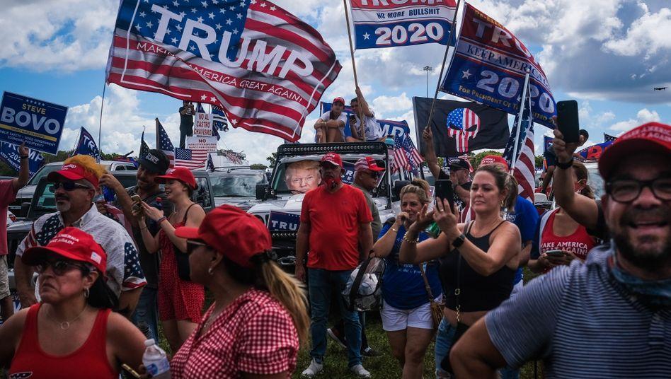 """""""Latinos for Trump""""-Kundgebung in Miami: 2,5 Millionen Latinos haben sich in Florida als Wähler registrieren lassen"""