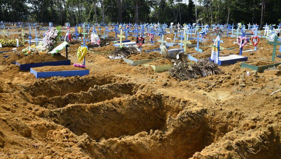 Auf dem Taruman-Friedhof in Manaus werden Coronaopfer beerdigt