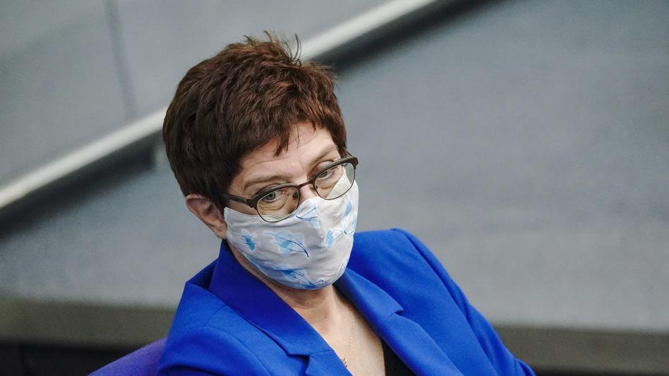 Annegret Kramp-Karrenbauer (am 29. Oktober): Privat Kontakt zu einem Infizierten