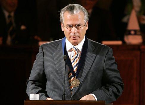 Baltasar Garzón receives an honorary degree in Santiago, Chile
