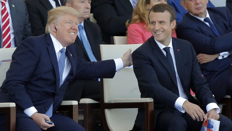 Donald Trump (l.), Emmanuel Macron (bei der Militärparade in Paris am 14. Juli 2017)