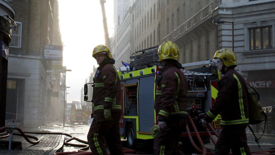 Feuerwehr-Einsatz in London: Der Rauch war kilometerweit zu sehen