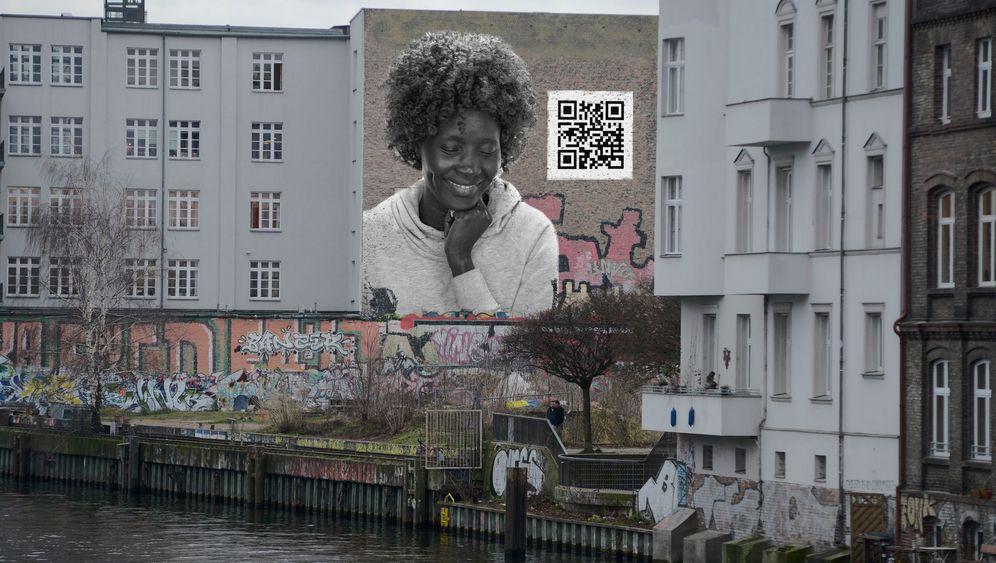"""Kunstprojekt """"Familiar Facades"""": Erzählzeit auf der Straße"""