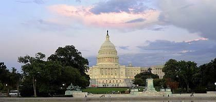 Kapitol in Washington: Die erste Hürde fürs Rettungspaket ist genommen
