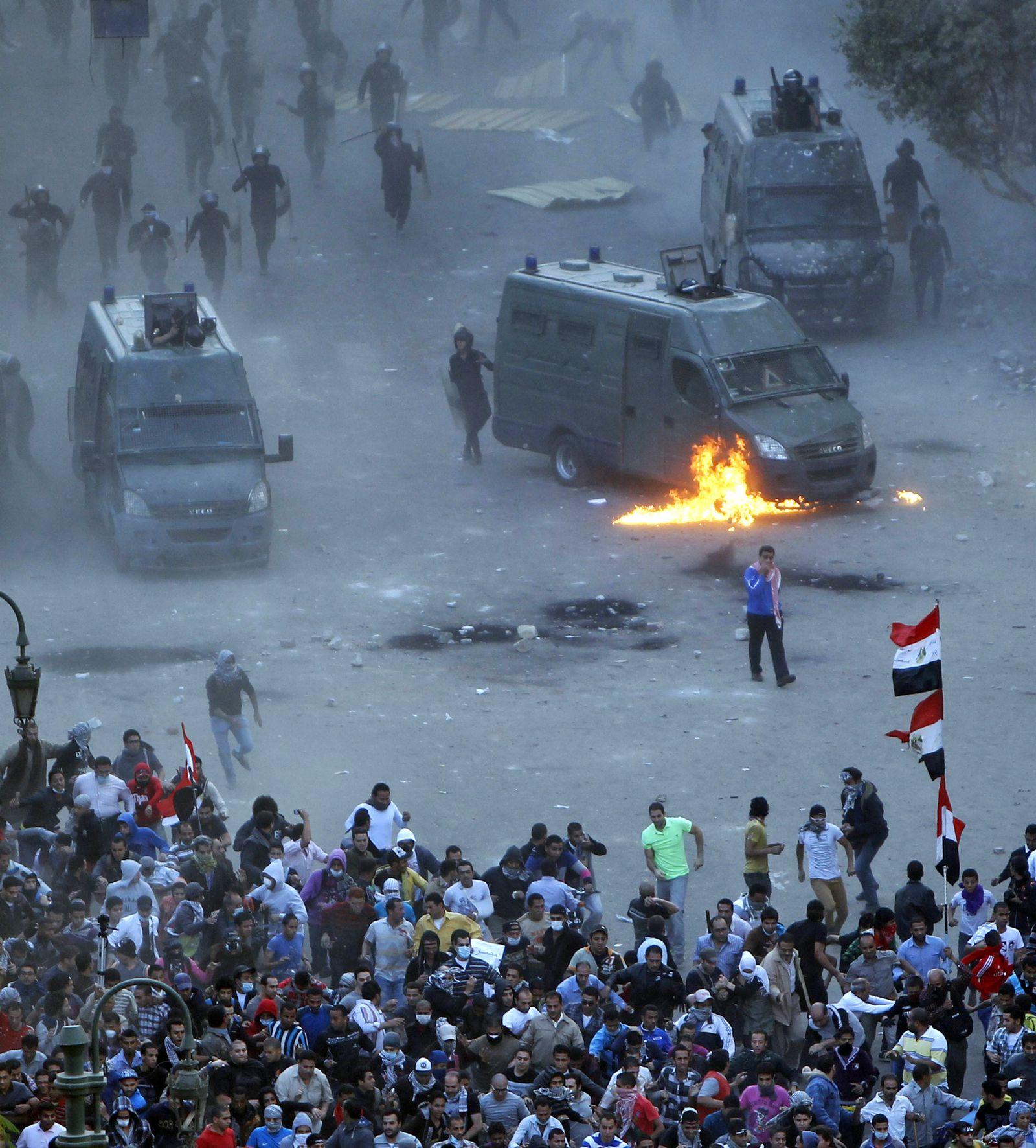 DER SPIEGEL 48/2012 SPIN 102pp / Ägypten / Tahrir Platz November